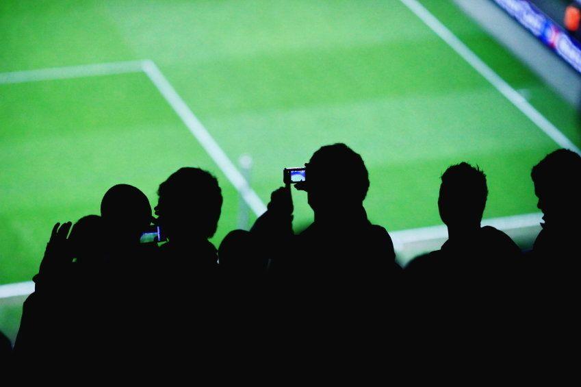 Fans en estadio de fubol